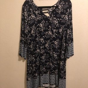XXL Dress with contrasting border hem and sleeves.